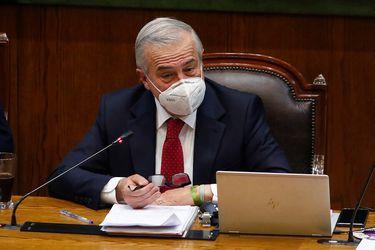"""Muertes por Covid-19: Mañalich decide renunciar a su derecho a guardar silencio y pide declarar ante la justicia """"lo antes posible"""""""