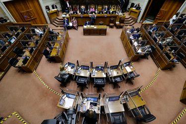 Comisión del Senado despacha a sala proyecto del gobierno para retirar el 10% y queda más similar a la reforma de oposición