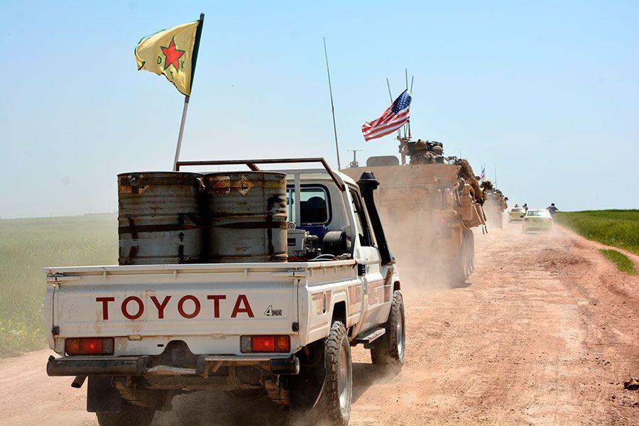 tropas de kurdos y EE.UU.