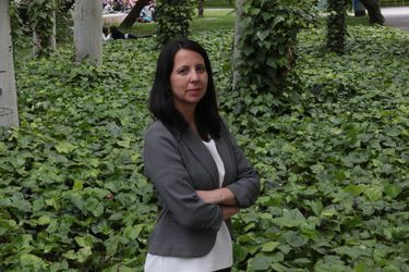 Claudia Martínez Alvear, la hija economista de Soledad Alvear y Gutenberg Martínez que nunca quiso mirar a la DC