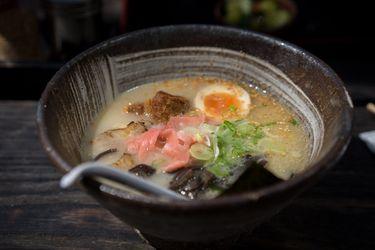 Viaje al centro de la cocina japonesa: cómo la bomba atómica de Nagasaki y los fideos chinos dieron forma al ramen