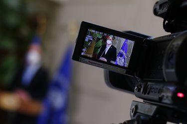 """#VíaInclusiva: Organizaciones piden que autoridades de gobierno usen mascarillas especiales para que personas sordas puedan """"leerles"""" los labios"""