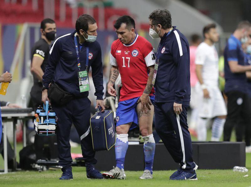 Gary Medel se retiró lesionado del duelo ante Paraguay y preocupa en la Roja.
