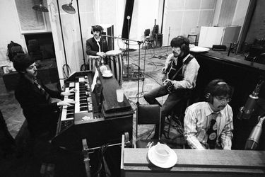 the-beatles-in-studio-recording-sgt-pepper-at-abbey-road-67-1024x737