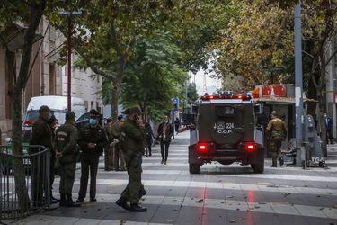 """Carabineros activa """"Plan Tipo A"""" para el viernes ante llamados a protestas: aumentarán dotación en un 50% y reforzarán controles en 85 puntos de Santiago"""