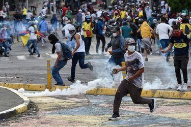 """Gobierno de Colombia anuncia 134 detenciones de manifestantes relacionados con el movimiento """"Primera Línea"""""""