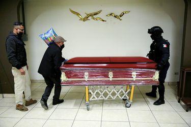 Muertes por coronavirus en México rebasan las 108.000 personas