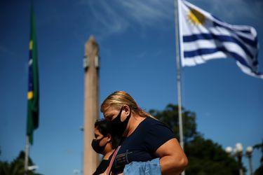 """""""Fuimos víctimas de nuestro propio éxito y cantamos victoria antes de tiempo"""": el duro lamento de Uruguay que tras pocos contagios ahora tiene la tasa de casos nuevos más alta del planeta"""