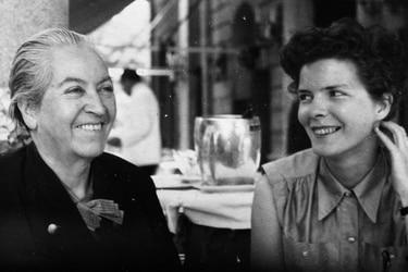 """""""He estado muy resentida por tu silencio"""": el epistolario de las cartas intensas de Gabriela Mistral a Doris Dana"""