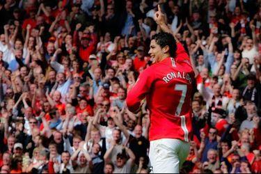 Cristiano Ronaldo mostró su alegría después de transformarse oficialmente en el nuevo refuerzo del Manchester United.
