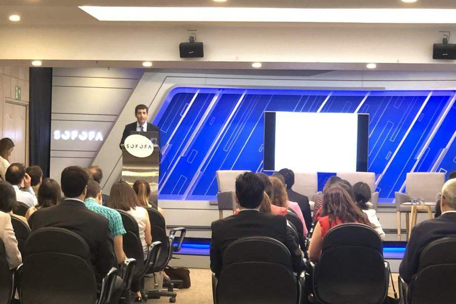 Mauricio Larrain, comisionado de la CMF, destacó que quieren promover mercados más transparentes.