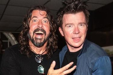 "Rick Astley publica cover de ""Everlong"" de Foo Fighters en cuarentena"