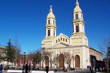 Matrimonios y funerales en grupos reducidos, y misas por radio, TV e internet: Conoce las medidas del Arzobispado de Santiago en medio de la fase 4 del coronavirus
