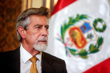 Presidente de Perú cambia a jefe de policía e instala comisión base para iniciar reforma de institución