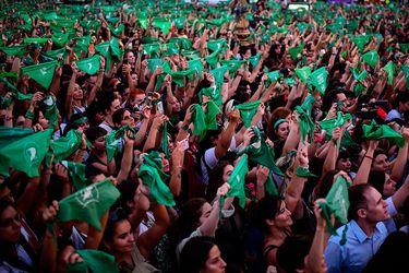 "Argentina: ""Marea verde"" vuelve con pañuelazo para exigir aborto legal"