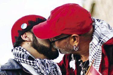Hombres gays y bisexuales mayores de 30 años en Chile: 12,5% reporta tener VIH y 74,9% ha sido discriminado por su orientación sexual