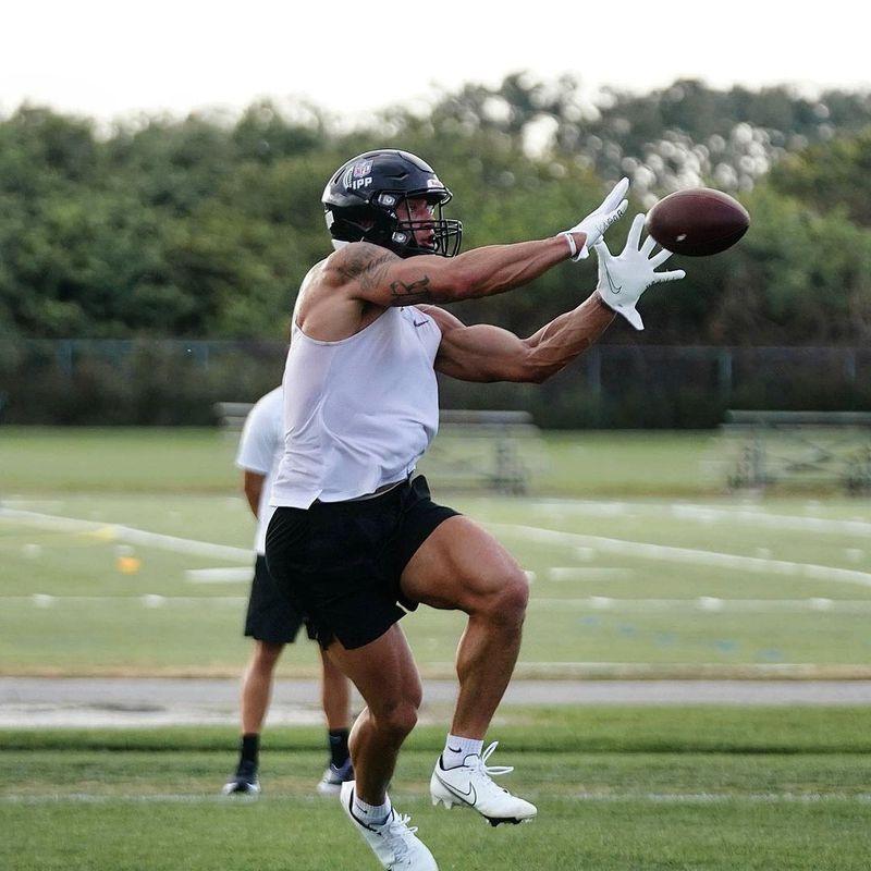 Sammis Reyes durante un entrenamiento. Será el primer chileno en la NFL. Foto: Instagram de Sammis Reyes.