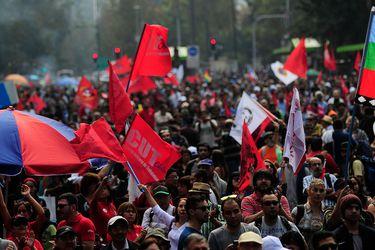 Revisa acá los desvíos programados por las marchas del Día del Trabajador en Santiago