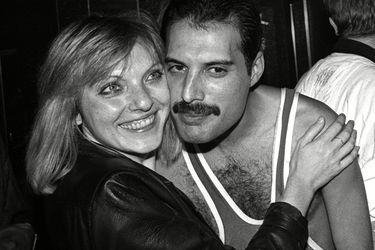 """La eterna amistad de Freddie Mercury y Mary Austin: """"Despierto o dormido, me sentaba todos los días junto a su cama"""""""