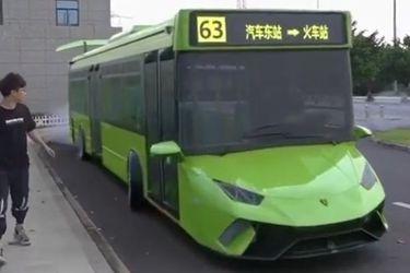 El 'Lamborbus' es probablemente el transporte urbano más extravagante de todos los tiempos