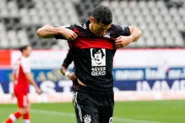 Lo empató y celebró en su honor: la histórica marca en la que Lewandowski igualó a Gerd Müller