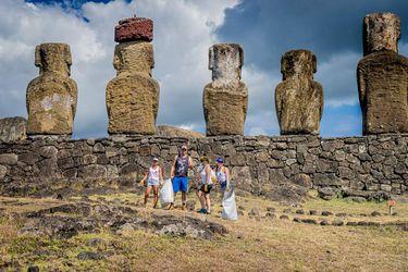 Rapa Nui realiza limpieza de borde costero