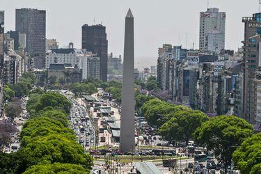 Argentina evalúa modificar oferta de reestructuración de deuda y extiende plazo para negociar