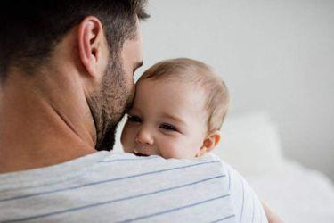 Paternidad en transición: Estudio indica que hombres valoran más ser padres, pero aún consideran que su principal rol es proveer