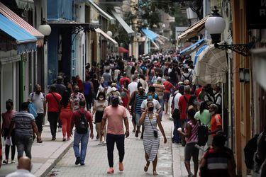 Cuba marca nuevos récords de contagios y fallecidos diarios con unos 9.700 casos de Covid-19 y 87 decesos
