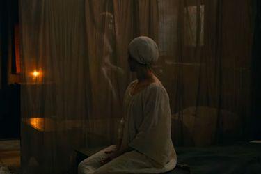 El tráiler de Benedetta presenta al romance lésbico de una monja en la nueva película de Paul Verhoeven