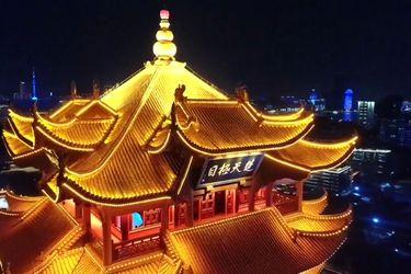 Un sorprendente espectáculo de luces marca el fin de la cuarentena en Wuhan