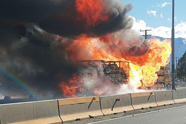 Camión repartidor de gas se incendia en plena carretera a la entrada de Rancagua