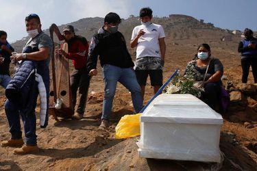 Perú supera el medio millón casos de coronavirus con mayor tasa de muertos en América Latina