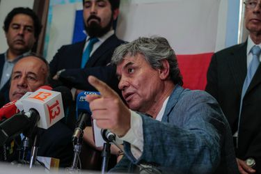 """Alejandro Goic: """"Una salida a esta crisis es que los chilenos decidamos en un plebiscito si queremos cambiar la Constitución"""""""
