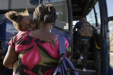 Autoridades de EE.UU reabren paso fronterizo de Texas donde acamparon migrantes haitianos