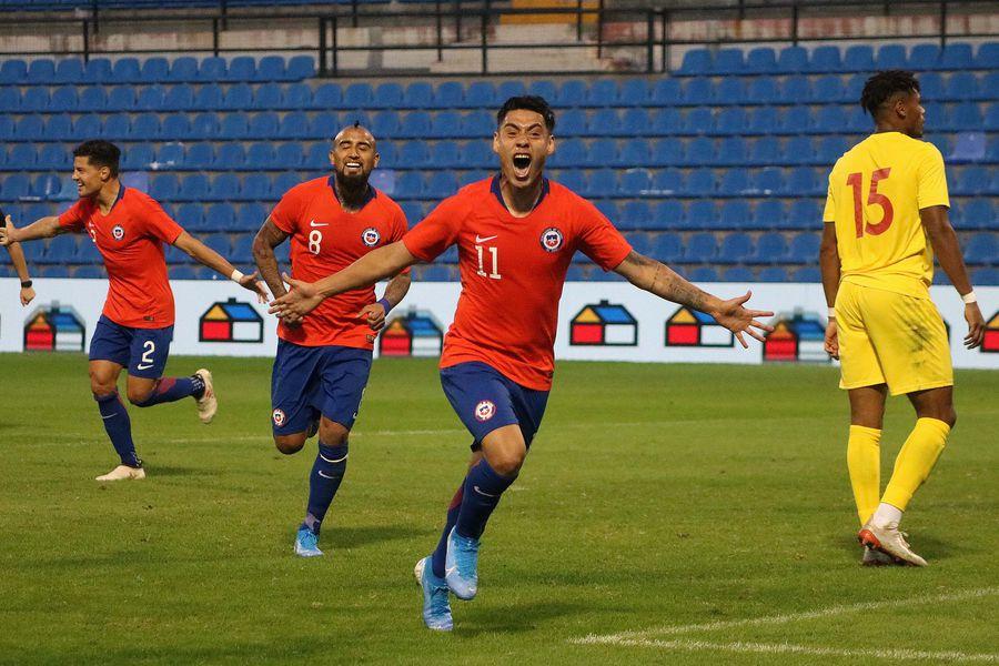 La celebración de Felipe Mora tras anotar su gol ante Guinea esa jornada en Alicante.