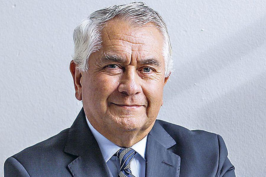Enrique Paris, presidente del colegio médico