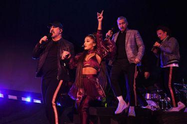 NSync se reúne sobre un escenario durante show de Ariana Grande en Coachella