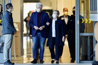 Expresidente Clinton sale del hospital tras cinco días ingresado por una infección en la sangre