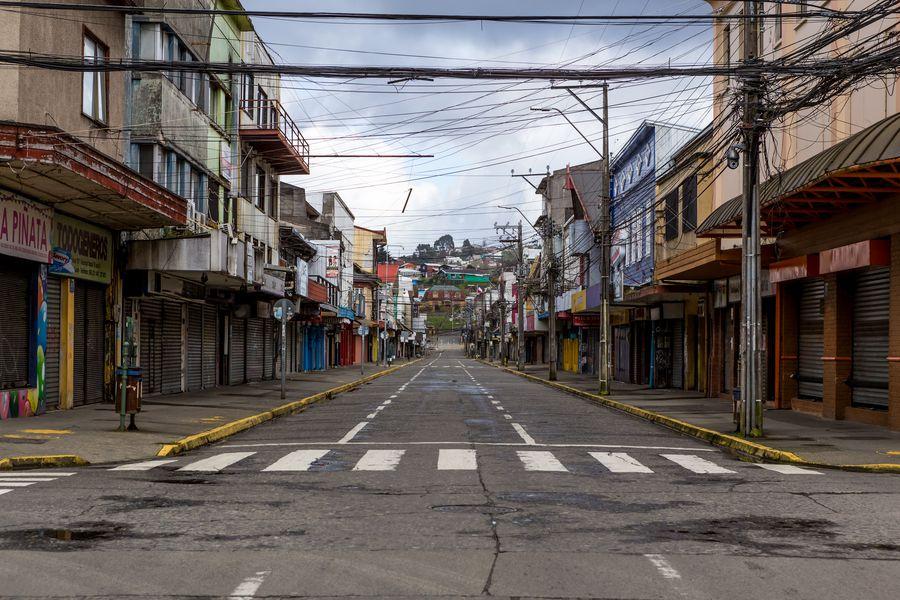 Calle de Puerto Montt, capital de la Región de Los Lagos. Foto referencial.