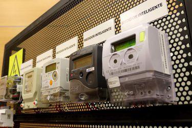 Conferencia sobre medidores eléctricos en la Universidad de Santiago