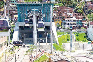 La línea de teleféricos en Medellín, llamada metrocable.