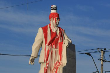 Inaceptable violencia contra monumentos
