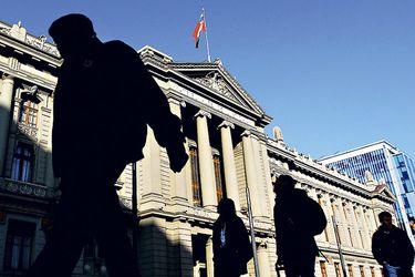 Corte de Santiago confirma expulsión de Mario Schilling del Colegio de Abogados