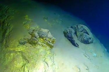 Científicos baten récord llegando al punto más profundo del Océano Pacífico
