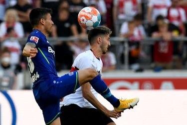 Aránguiz pasa un susto pero termina festejando con el Leverkusen