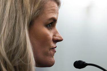 La denunciante de Facebook, Frances Haugen, dice que quiere arreglar la empresa, no hacerle daño