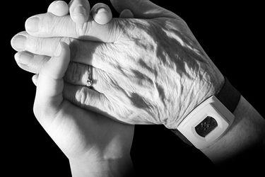 ¿Por qué las personas mayores no pueden hacerse cargo de su salud? El cuestionamiento de especialistas a las medidas a ese grupo en pandemia