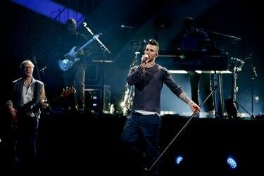 Maroon 5, 90 minutos de apatía, desilusión y tatuajes