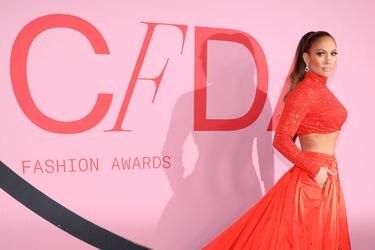 """Jennifer López es distinguida como icono fashion en los denominados """"Oscar de la moda"""""""